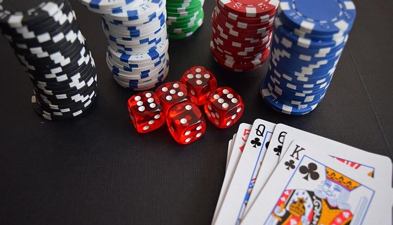 Guadagnare con il poker online_800x458